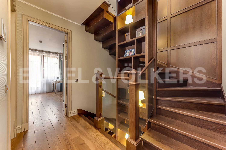 Элитные квартиры в Приморском районе. Санкт-Петербург, Главная улица, 31 корпус 1. - Лестница (3 этаж)