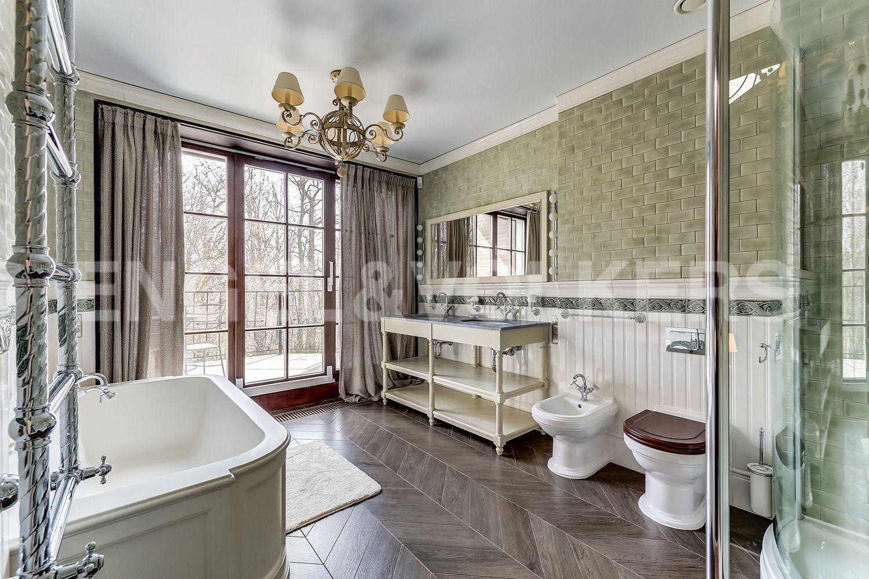 Элитные квартиры в Приморском районе. Санкт-Петербург, Главная улица, 31 корпус 1. - Ванная комната при хозяйской спальне (мансарда)