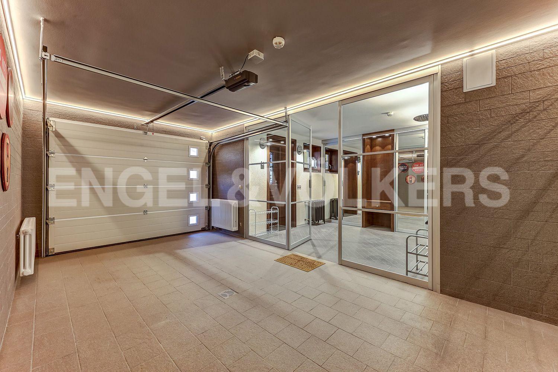 Элитные квартиры в Приморском районе. Санкт-Петербург, Главная улица, 31 корпус 1. - Входная зона - гараж и холл (1 этаж)