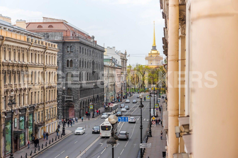Элитные квартиры в Центральном районе. Санкт-Петербург,  ул. Большая Морская, д.7. Вид из окон на Адмиралтейство