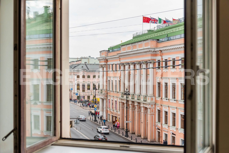 Элитные квартиры в Центральном районе. Санкт-Петербург,  ул. Большая Морская, д.7. Вид из окон спальни