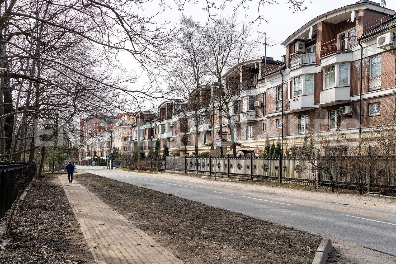 Элитные квартиры в Приморском районе. Санкт-Петербург, Главная улица, 31 корпус 1. - ЖК _Графский пруд_ со стороны парка
