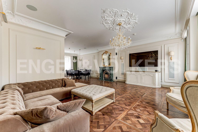 Элитные квартиры в Приморском районе. Санкт-Петербург, Главная улица, 31 корпус 1. - Зона гостиной с диванной группой (2 этаж)