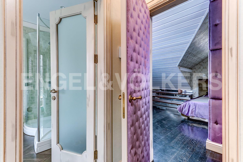Элитные квартиры в Приморском районе. Санкт-Петербург, Главная улица, 31 корпус 1. - Зона хозяйской спальни с ванной (мансарда)