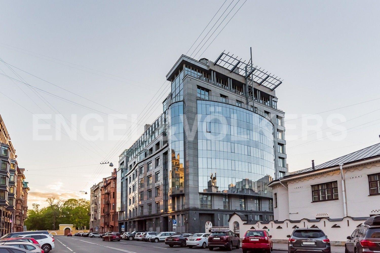 Элитные квартиры в Центральном районе. Санкт-Петербург, Тверская ул., д.6. Расположение дома прямо напротив Таврического сада