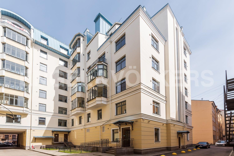 Элитные квартиры в Центральном районе. Санкт-Петербург, 4-я Советская ул, 9. Двор