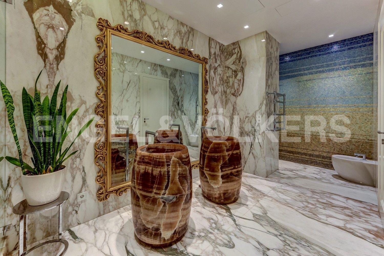 Элитные квартиры на . Санкт-Петербург, наб. Мартынова, 74. 11_Ванная комната с Венерой