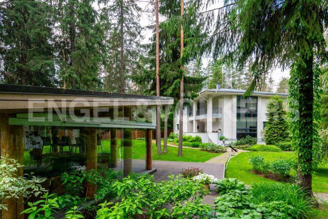 п. Ленинское – дом с изысканным интерьером в окружении соснового леса