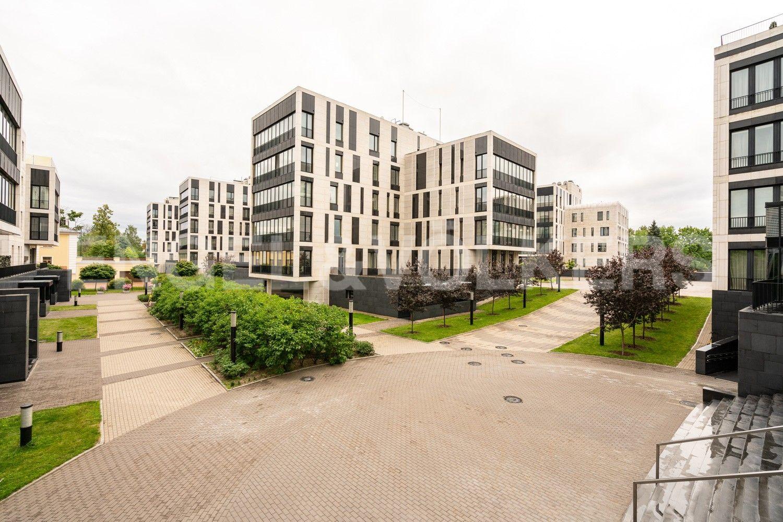 Элитные квартиры на . Санкт-Петербург, наб. Мартынова, 74. 28_Второй двор