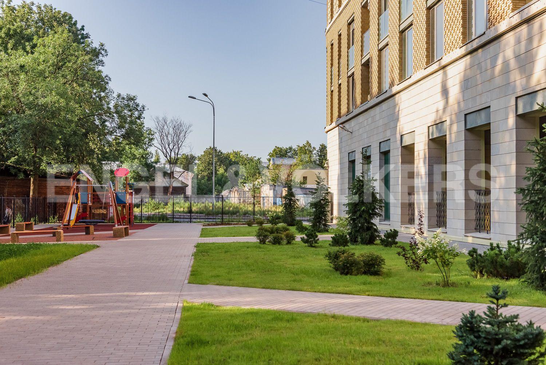 Элитные квартиры в Центральном районе. Санкт-Петербург, ул. Кирочная, 70. Детская площадка