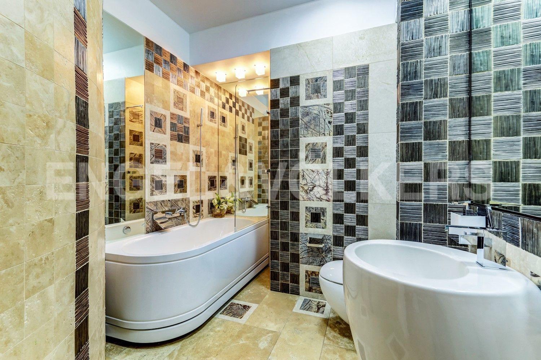 Элитные квартиры на . Санкт-Петербург, наб. Мартынова, 62. Гостевая ванная комната
