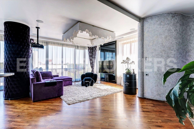 Элитные квартиры на . Санкт-Петербург, наб. Мартынова, 62. Светлая солнечная квартира