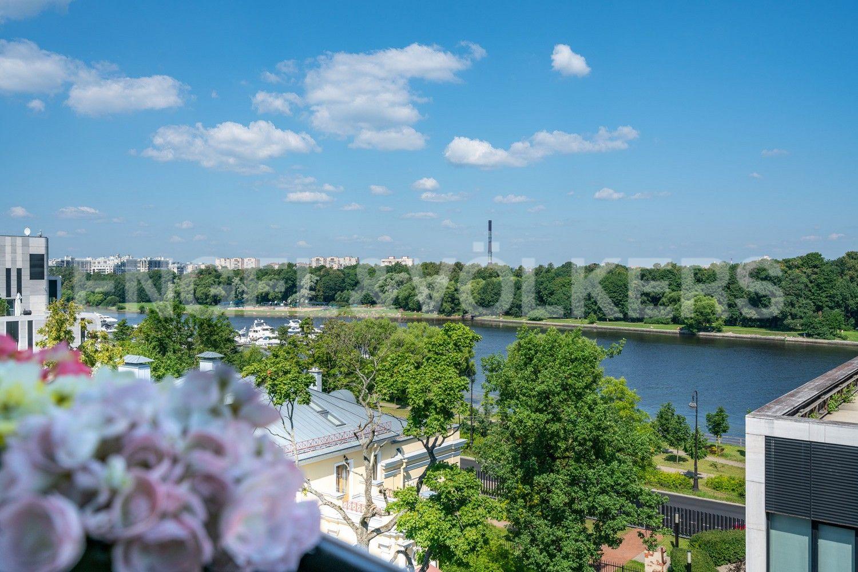 Элитные квартиры на . Санкт-Петербург, наб. Мартынова, 62. Вид из окон