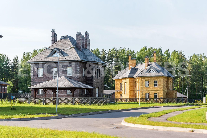 Вид на дом со стороны поселка