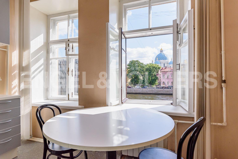 Элитные квартиры в Центральном районе. Санкт-Петербург, Наб. реки Фонтанки, 135А. 01