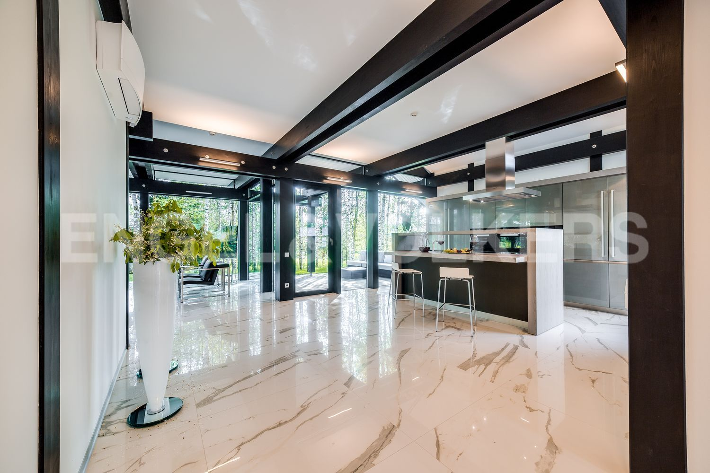 Кухня-столовая с выходом на террасу
