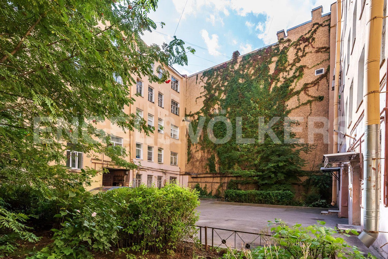 Элитные квартиры в Центральном районе. Санкт-Петербург, Наб. реки Фонтанки, 135А. Внутренний двор дома