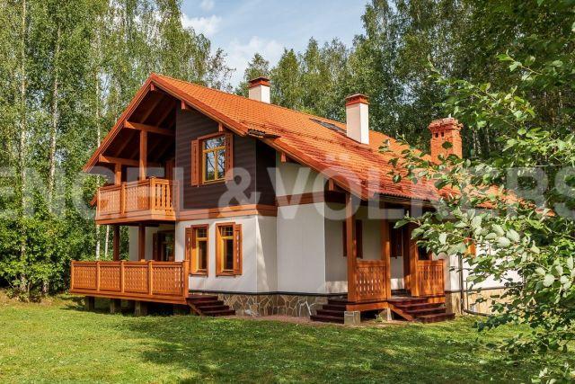 «Альпино» – загородный дом в окружении заказника с вековыми соснами