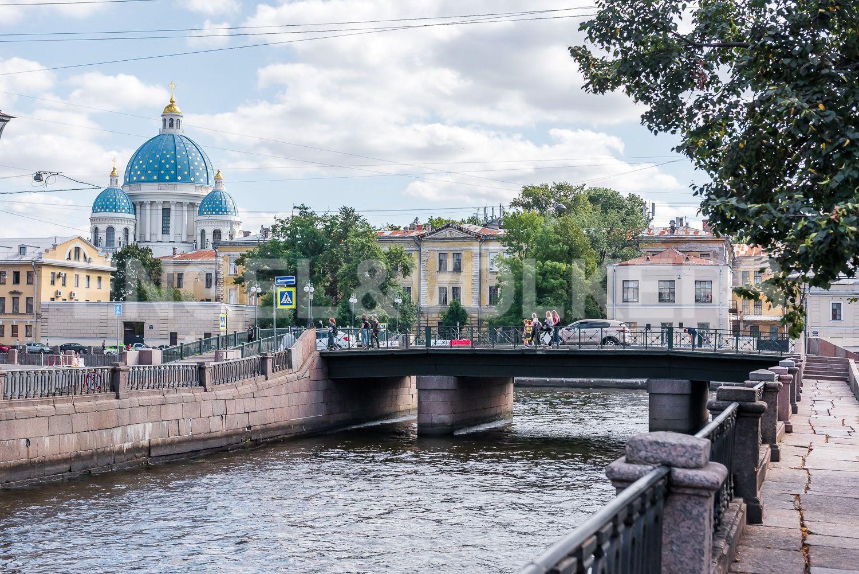 Элитные квартиры в Центральном районе. Санкт-Петербург, Наб. реки Фонтанки, 135А. Троицкий собор со стороны Крюкова канала в ближайшем окружении