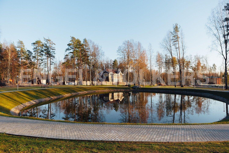 Озеро на территории поселка