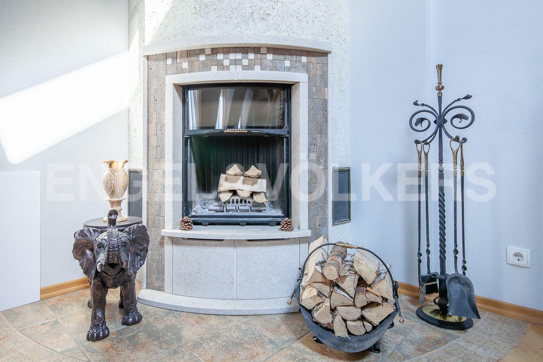 Элитные квартиры в Центральном районе. Санкт-Петербург, ул. Очаковская, 6. Действующий дровяной камин