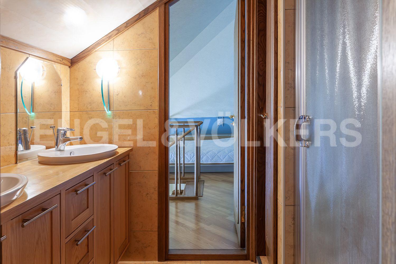 Ванная комната при детской спальне