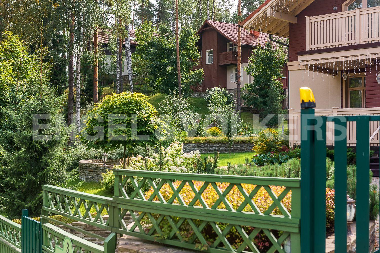 Ландшафт участка создает неописуемый красоты каскад домов