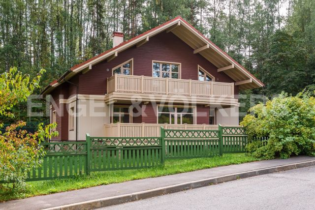 п. Воейково – загородный дом в стиле «Альпийского шале» в окружении вековых сосен