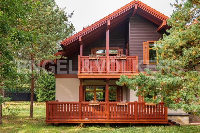 «Альпино»  – загородный дом в закрытом посёлке со своим озером