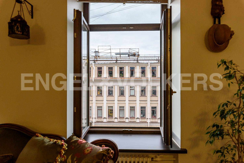 Элитные квартиры в Центральном районе. Санкт-Петербург, ул. Марата, д. 2/73-75, лит. А. Деревянные стеклопакеты