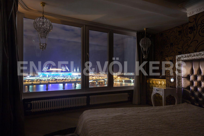 Элитные квартиры в Приморском районе. Санкт-Петербург, Приморский пр., д.137. Вечерний вид из окон мастер-спальни