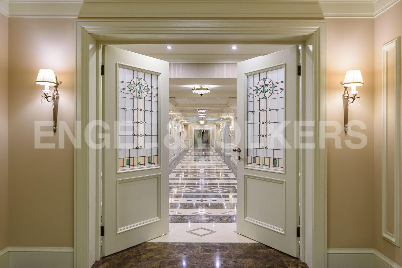Элитные квартиры в Центральном районе. Санкт-Петербург, Конногвардейский бульвар, д.5. Вход в парадный холл