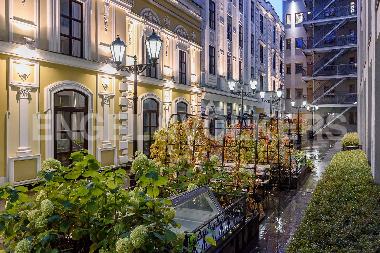 Элитные квартиры в Центральном районе. Санкт-Петербург, Конногвардейский бульвар, д.5. Придомовая территория комплекса