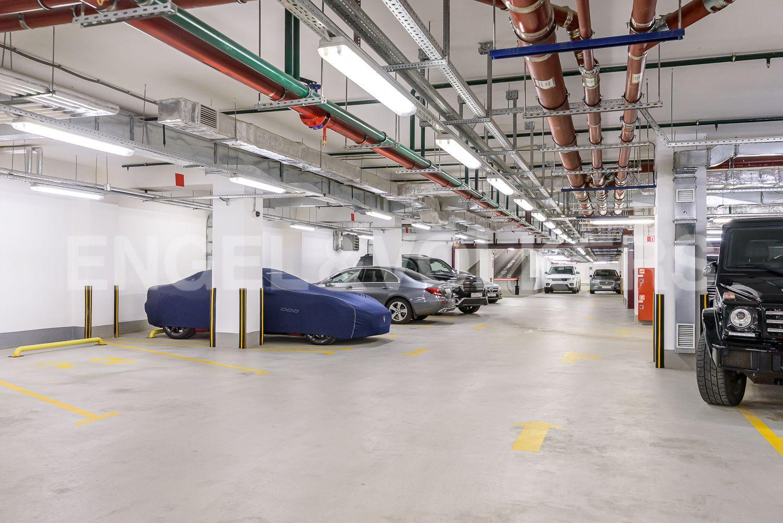 Элитные квартиры в Центральном районе. Санкт-Петербург, Конногвардейский бульвар, д.5. Въезд в отапливаемый подземный паркинг