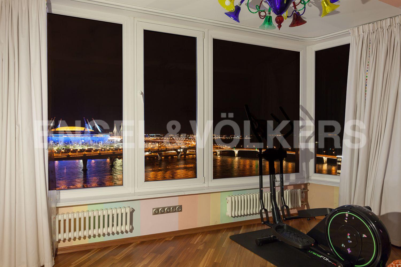 Элитные квартиры в Приморском районе. Санкт-Петербург, Приморский пр., д.137. Панорамный вечерний вид из окон