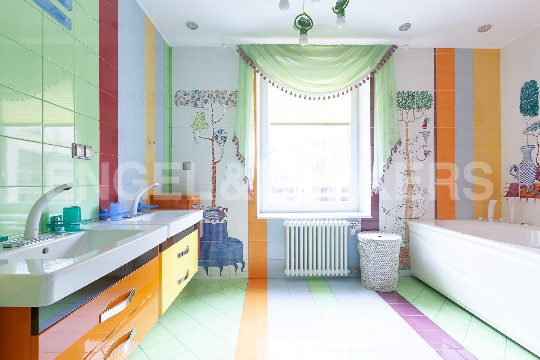 Элитные квартиры в Приморском районе. Санкт-Петербург, Приморский пр., д.137. Детская ванная комната