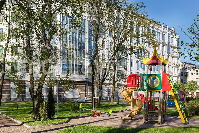 Элитные квартиры на . Санкт-Петербург, Динамовская ул., 2 . Детская площадка