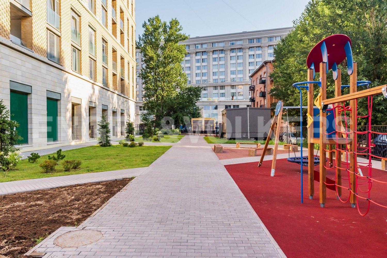 Элитные квартиры в Центральном районе. Санкт-Петербург, ул. Кирочная, 70. Внутренняя территория