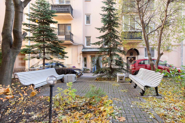Элитные квартиры в Центральном районе. Санкт-Петербург, Невский пр, 123. 020_Благоустроеный двор