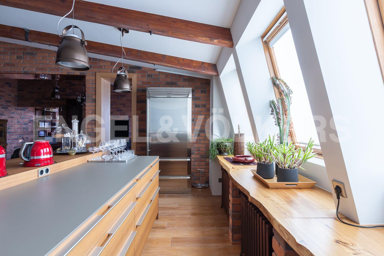 Элитные квартиры в Центральном районе. Санкт-Петербург, Невский пр, 123. 06_Солнечная, светлая кухня