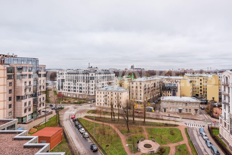 Элитные квартиры на . Санкт-Петербург, Морской пр, 33. Сквер перед домом