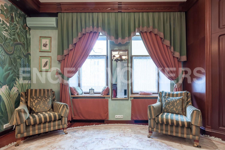 Элитные квартиры в Центральном районе. Санкт-Петербург, Суворовский пр., 57. 11_Оформление окон в одной из спален