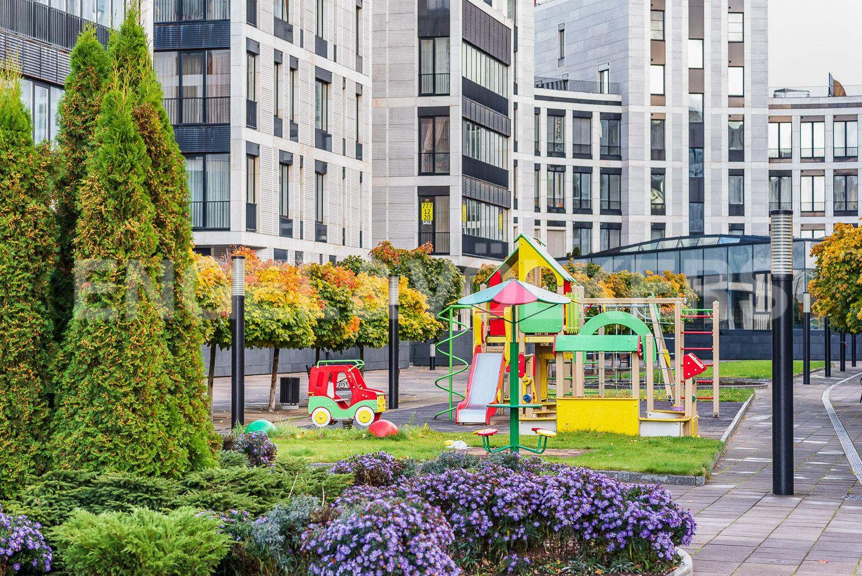 Элитные квартиры на . Санкт-Петербург, наб. Мартынова, 62Б. 12_Одна из двух детских площадок