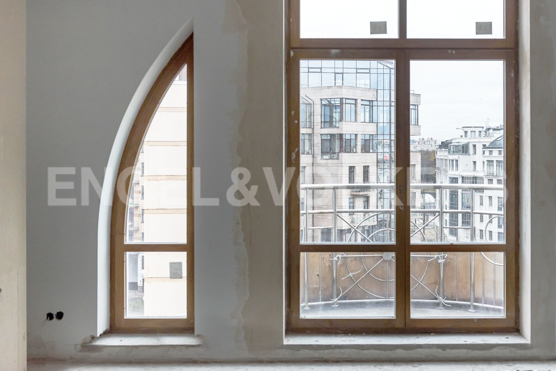 Элитные квартиры на . Санкт-Петербург, Морской пр, 33. Окно в гостиной