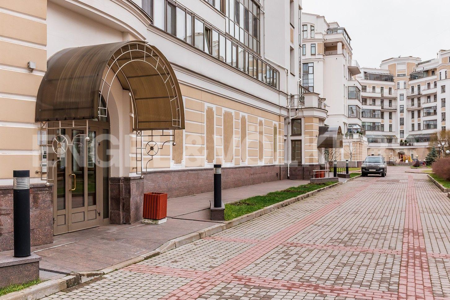 Элитные квартиры на . Санкт-Петербург, Морской пр, 33. Входная группа