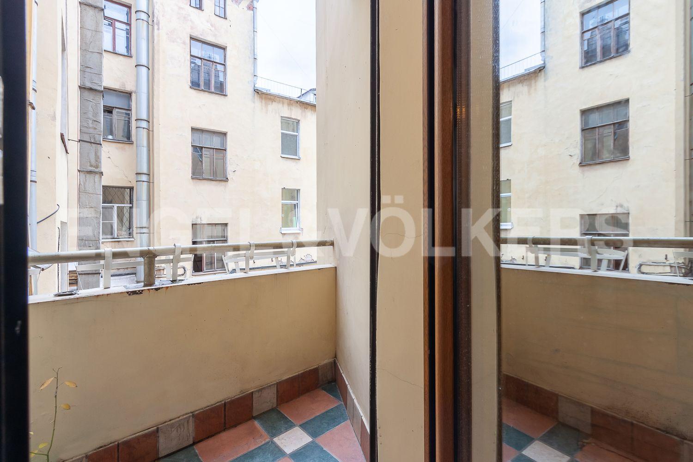 Элитные квартиры в Центральном районе. Санкт-Петербург, Суворовский пр., 57. 24_Балкон на кухне