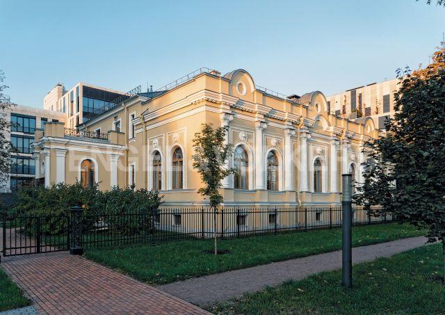 «Особняк Труворова» — резиденция в неоклассическом стиле на Крестовском острове