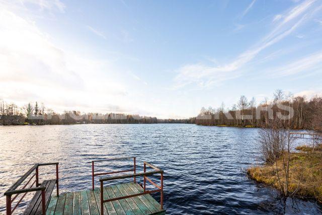 д. Надино – загородный дом на берегу озера Долгое