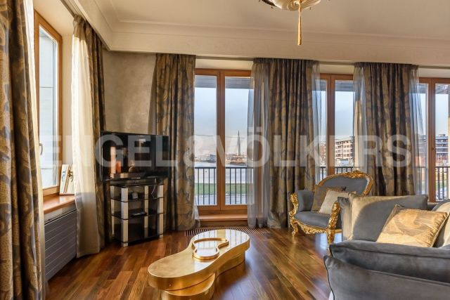 «Дом у моря» – панорамный вид на Гребной канал и Приморский парк