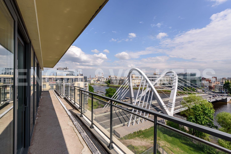 Элитные квартиры на . Санкт-Петербург, ул.Спортивная, д. 2, строение 1. Вид на Лазаревский мост